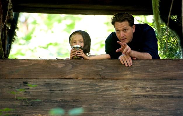 CF_00386_R_CROP (l to r) Actor Charlie Shotwell and Director Matt Ross discuss a scene on the set of their film CAPTAIN FANTASTIC, a Bleecker Street release. Credit: Wilson Webb / Bleecker Street