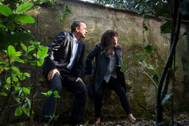 Robert Langdon (Tom Hanks) and Sienna (Felicity Jones) run for their lives through Boboli Gardens in Columbia Pictures' INFERNO.